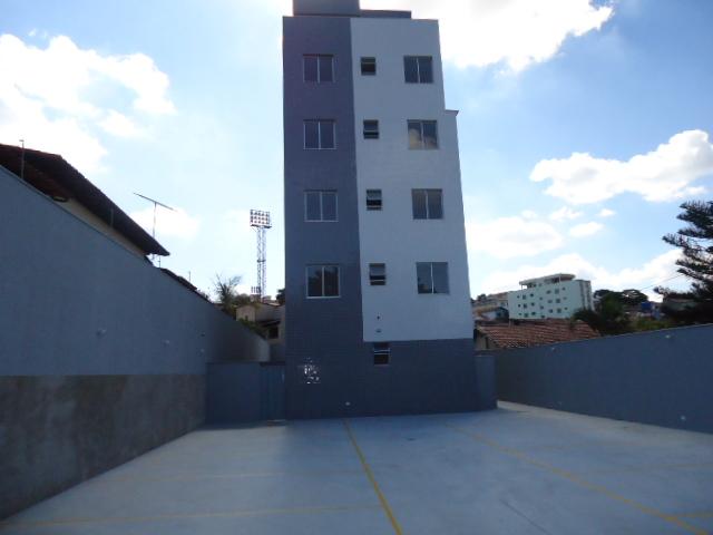 Apartamento com área privativa no Santa Mônica - 7422