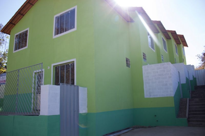 Casa geminada no Vale Das Acácias - 5472