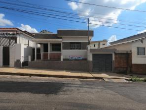 Casa   Vila Martins (Varginha)   R$  900,00