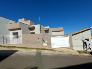 Casa   Residencial Alto Pinheiros (Varginha)   R$  1.100,00