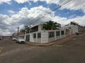 Casa   Campos Elíseos (Varginha)   R$  4.000,00