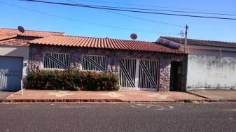 Casa   Nossa Senhora Das Gra�as (Uberl�ndia)   R$  1.400,00