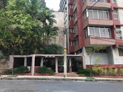 Área privativa de 274,83m²,  à venda