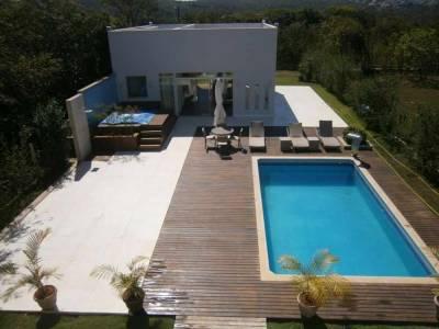 Casa em condomínio de 270,00m²,  à venda