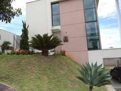 Casa em condomínio de 236,00m²,  à venda