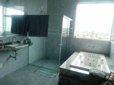 Casa em condomínio de 305,00m²,  à venda