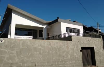 CASA 360 m² - COMERCIAL - RESIDENCIAL; Fácil acesso; 3 salas amplas; 4 quartos com armários.