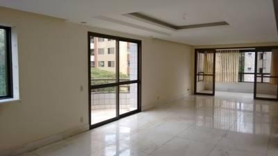 APARTAMENTO - 180 M² 04 quartos com armários, suíte, hidromassagem, porteiro 24 Hs, 04 vagas cobertas.