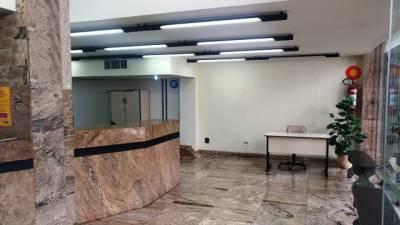 LOJÃO COM SOBRELOJA – Recepção ampla em granito, Banho e Elevador com Acessibilidade, Próximo ao Diamond Mall.