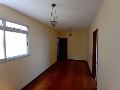 APTO.  quartos com armários, vaga garagem, sala para 02 ambientes,  janelas novas com venezianas, cozinha com armários.
