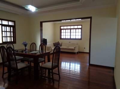 Casa de 380,00m²,  à venda