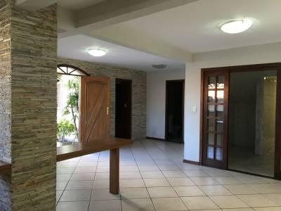 Casa de 225,00m²,  à venda