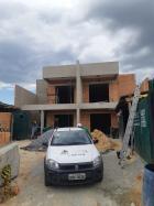 Foto da construção em andamento.