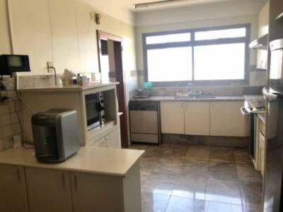 Apartamento de 240,00m²,  à venda