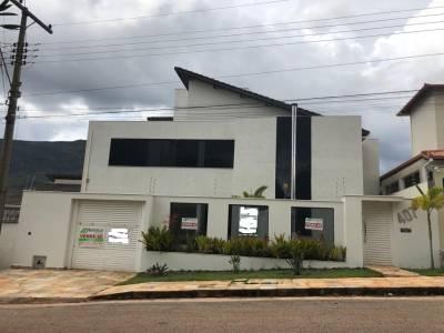 Casa de 353,43m²,  à venda