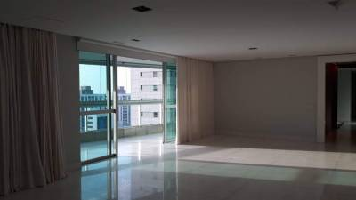 Apartamento de 453,00m²,  à venda