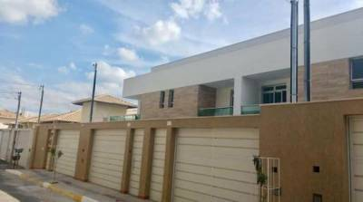 Casa geminada de 229,75m²,  à venda
