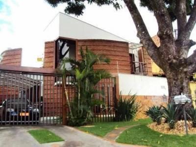 Casa comercial de 234,00m²,  à venda