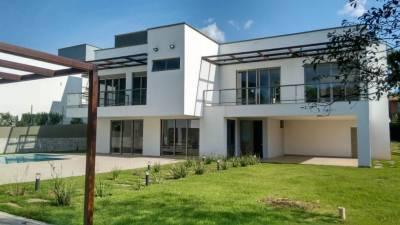 Casa em condomínio de 314,00m²,  à venda
