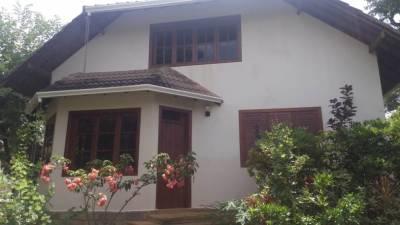Casa em condomínio de 360,00m²,  para alugar