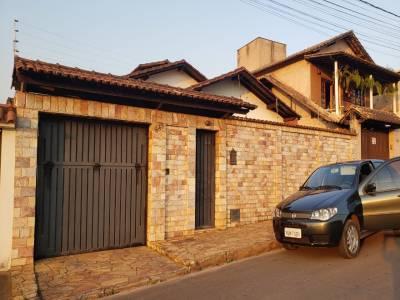Casa de 288,00m²,  à venda