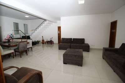 Casa de 408,91m²,  à venda