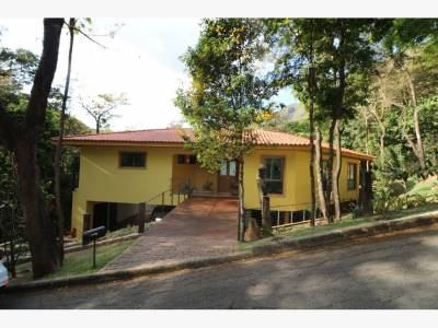 Casa em condomínio de 1.240,00m²,  à venda