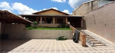 Casa de 390,00m²,  à venda