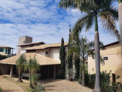 Casa em condomínio de 381,00m²,  à venda