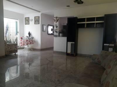 Casa de 285,00m²,  à venda