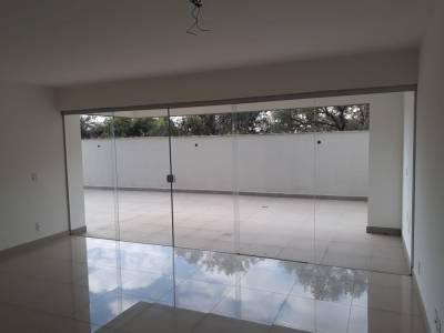 Área privativa de 212,00m²,  à venda