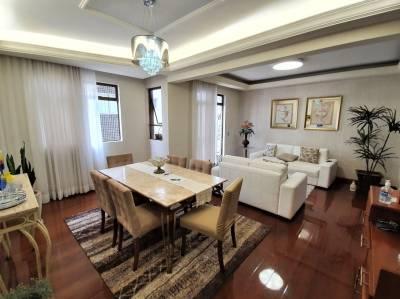 Apartamento de 218,78m²,  à venda
