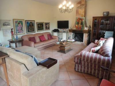 Casa em condomínio de 274,68m²,  à venda