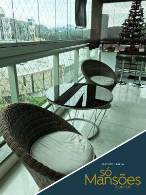 Área privativa de 243,01m²,  à venda
