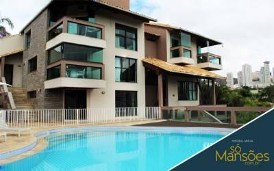 Casa em condomínio de 626,67m²,  à venda